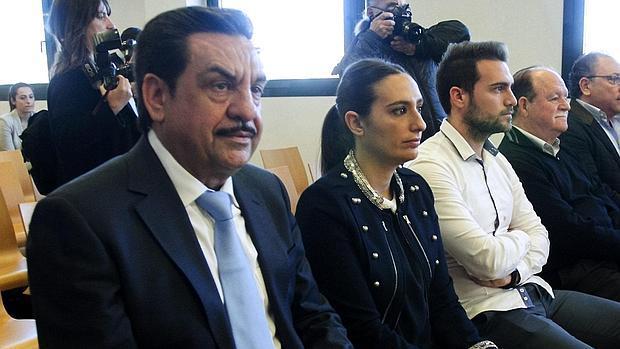 Imagen de Martínez, en primer término, tomada este lunes en el banquillo de los acusados