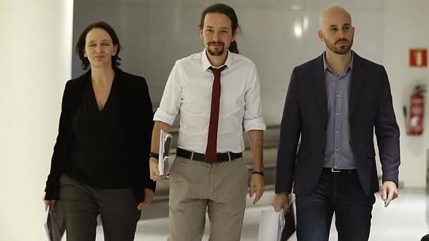 Pablo Iglesias, acompañado por Carolina Bescansa y Nacho Álvarez