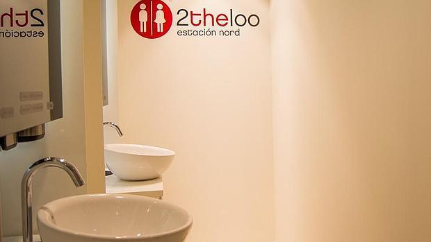 Detalle de los lavabos de pago en la Estación del Norte de Valencia