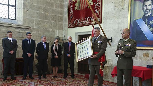 Imagen del acto de homenaje al teniente general Comas