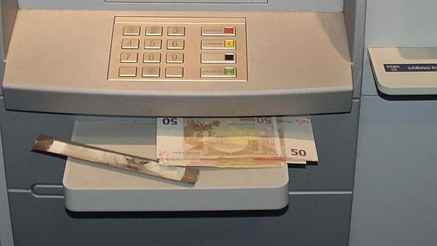 As son los cepos que utilizan los ladrones en los cajeros for Cuales son los cajeros red