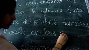 Pizarra de un colegio durante una clase en catalán