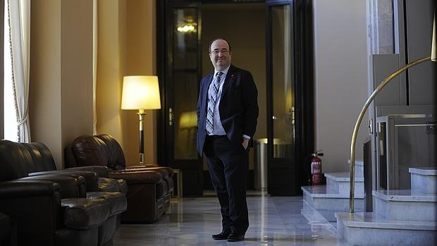 Miquel Iceta posa para ABC en el Parlamento de Cataluña