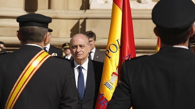 Plant n del alcalde de zaragoza a un acto de homenaje a la for Nombre del ministro de interior y policia
