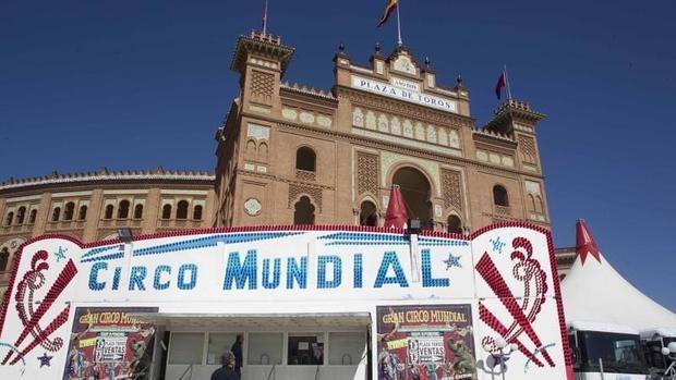 El Circo Mundial, instalado delante de la plaza de toros de Las Ventas