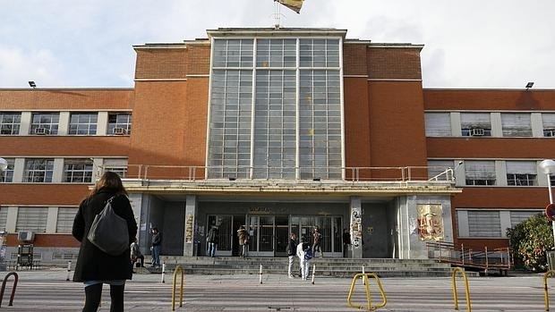 La universidad complutense busca decano de derecho for Decano dela facultad de arquitectura