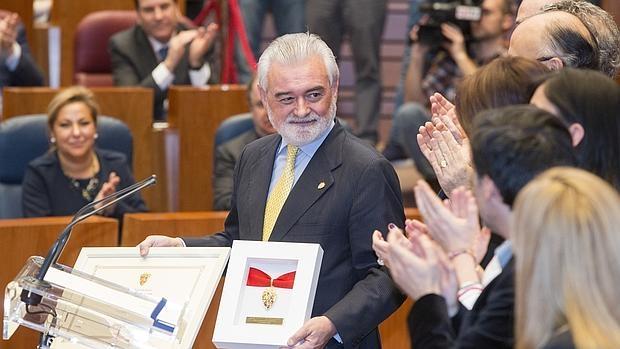 Darío Villanueva recoge la Medalla de Oro de las Cortes a la RAE