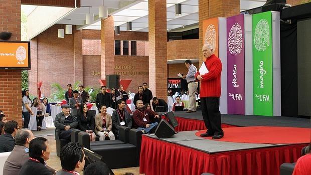 Amable Sánchez Torres, en una charla ante universitarios