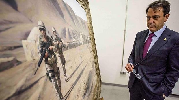 El pintor Augusto Ferrer-Dalmau, en la muestra