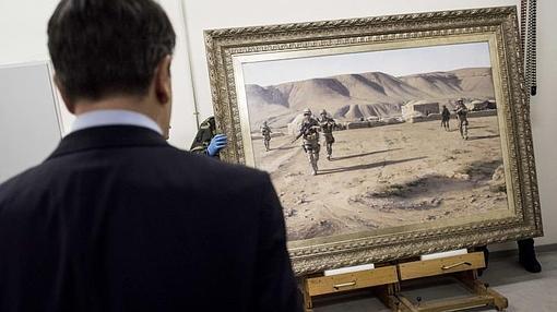 El cuadro «La Patrulla» de Augusto Ferrer-Dalmau, que pintó tras una estancia con las tropas españolas en Afganistán en 2012