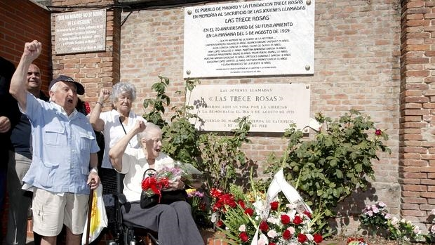 Imagen de uno de los últimos homenajes a las activisatas del PSOE, fusiladas en los primeros días del Régimen anterior