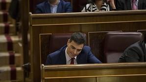 Pedro Sánchez, ayer, en su escaño del Congreso