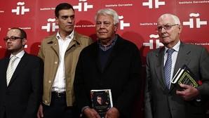 Pedro Sánchez con Felipe GonzÁlez en acto homenaje a Gabriel García Márquez.