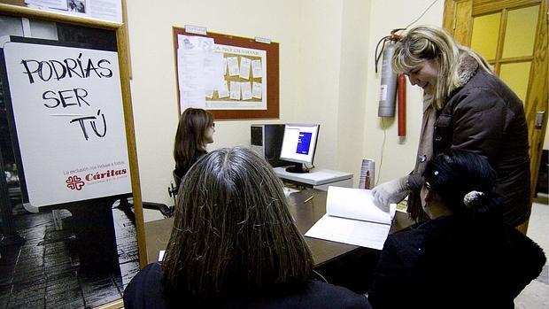 Imagen de archivo de un programa de atención de Cáritas destinado a mujeres