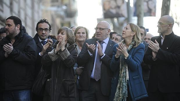 Concentración en apoyo a Francesc Homs a las puertas del TSJC