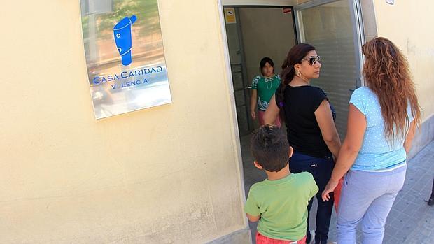 Los españoles ya superan a los inmigrantes en los comedores sociales ...