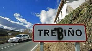 El cartel del pueblo de Treviño con una 'b', como se escribiría en euskera