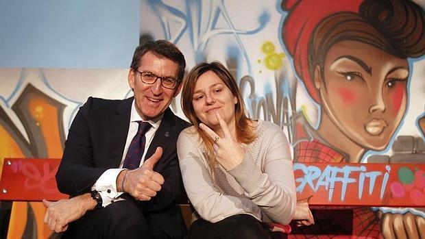 El presidente de la Xunta y la DJ Marta Fierro, durante el acto del Gaiás
