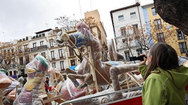 Imagen de los primeros ninots que ya han tomado las calles de Valencia