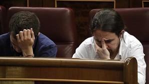 Iñigo Errejón y Pablo Iglesias en la sesión de investidura.