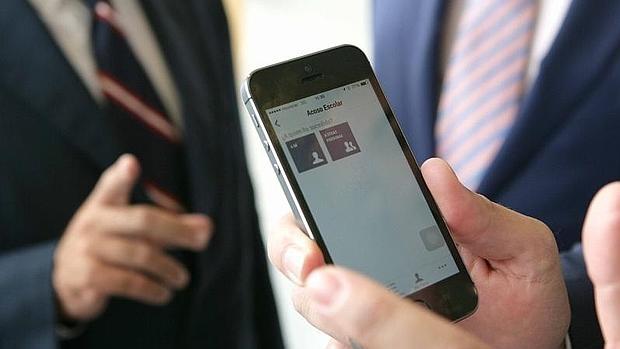 Un móvil con la aplicación de alertas Alertcops instalada.
