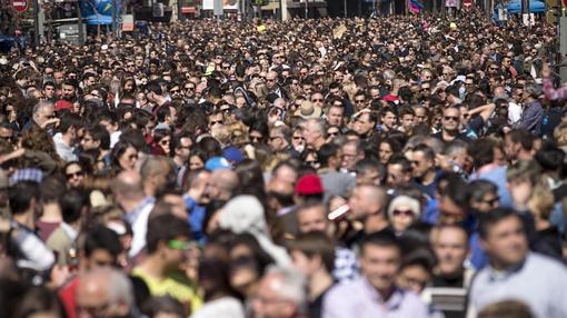 Imagen del público asistente a la mascletà de este sábado en Valencia