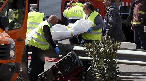 Trasladan a una de las víctimas del accidente