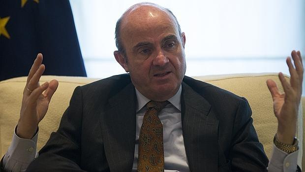 El ministro de Economía en funciones, Luis de Guindos, durante la entrevista