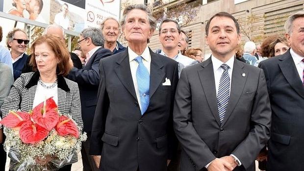 Alfonso Soriano (c.), junto a José M. Bermúdez (d.) durante el acto