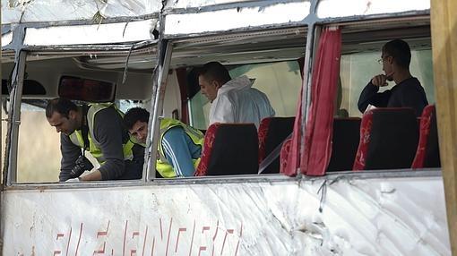 Analizan el interior del autobús