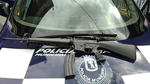 Fusil de asalto simulado, parecido a un M-16