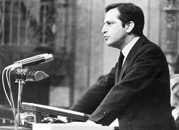 Adolfo Suárez, pronuncia su discurso de investidura como presidente del Gobierno en 1979