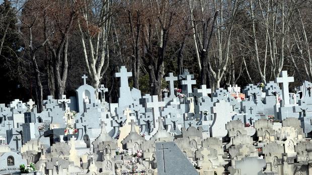 carmena planea crear una tasa anual por tener una sepultura en madrid