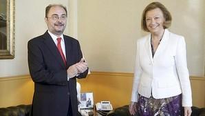 El presidente de Aragón, Javier Lambán (PSOE), con su antecesora, Luisa Fernanda Rudi (PP)