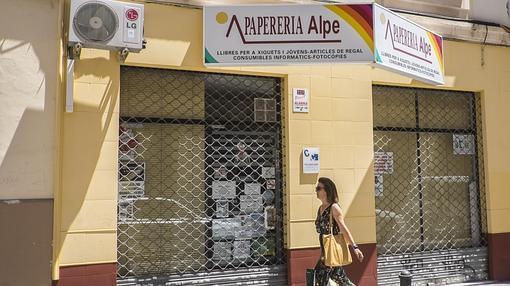 Imagen de un comercio con la rotulación en valenciano
