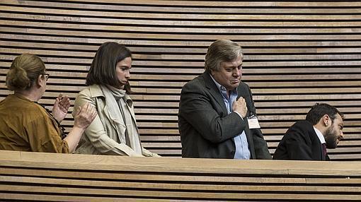 El padre de Leopoldo López, en la tribuna de invitados de las Cortes