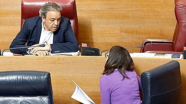 Mónica Oltra y Manolo Mata, en las Cortes Valenciana