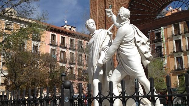 Estatua de Daoiz y Velarde en la Plaza del Dos de Mayo