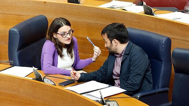 Imagen de la vicepresidenta Oltra y el conseller Marzà tomada el 13 de abril en las Cortes Valencianas
