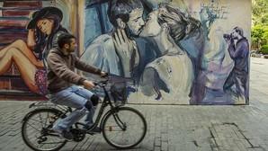 Imagen del grafiti conocido como El Beso
