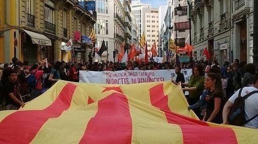 La manifestación catalanista que recorrió Valencia el 23 de abril