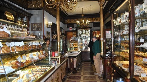 Esta confitería se fundó en 1855 y mantiene los muebles de caoba originales