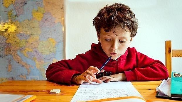 Los niños españoles hacen una media de 6,5 horas semanales de deberes
