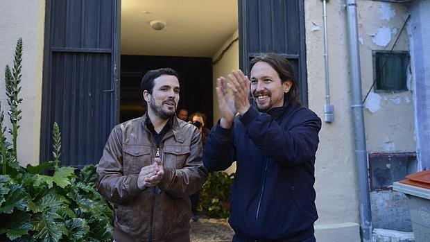 Pablo Iglesias y Alberto Garzón celebran su pacto