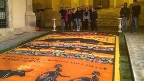 Elche de la Sierra presume de alfombras en Italia