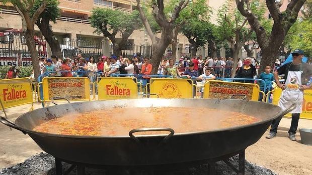 Paella gigante en la Diputación de Alicante, la única que ha celebrado la efeméride