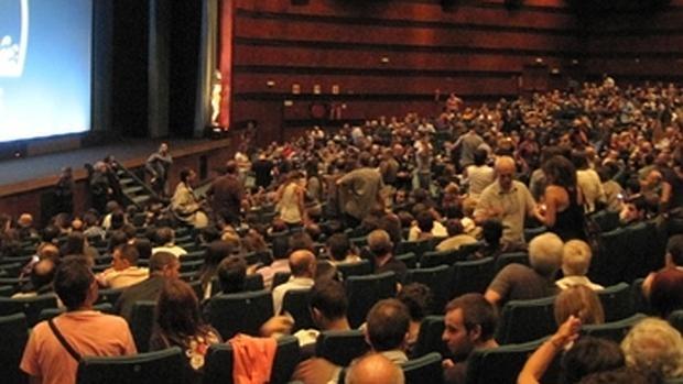 Espectadores en una imagen de archivo