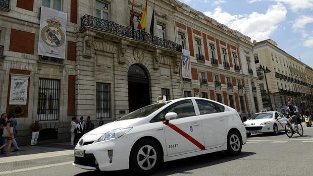 El ayuntamiento planea prohibir el acceso de taxis a la for Centro comercial la puerta del sol