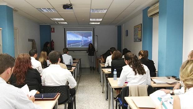 El acuerdo con Balearia permite a los alumnos de Esatur acceder a su bolsa de trabajo