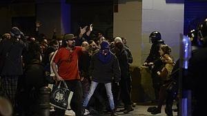 Cuatro agentes heridos tras otra noche de disturbios en Barcelona